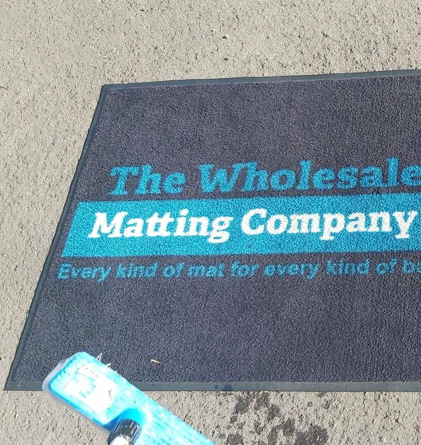 Vacuum washable mat